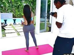 Fake Kim Kardashian with her huge ass in a yoga pants fuck